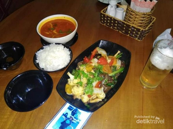 Sajian makanan laut di salah satu restoran di jalan Tran Phu