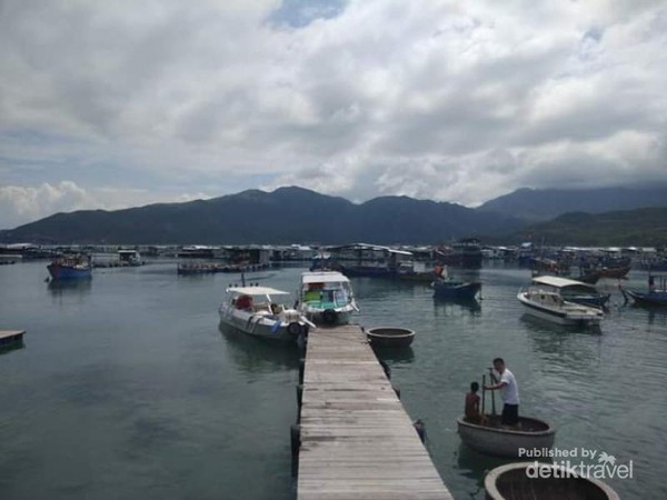 Potrek keindahan kampung nelayan di Nha Trang.