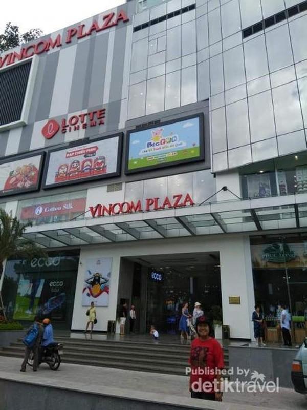 Pintu masuk Vincom Plaza