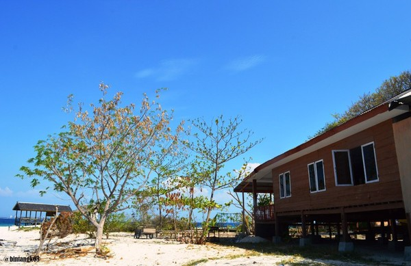 Salah satu penginapan di pulau Samalona