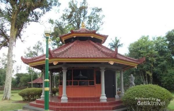 Sebuah gazebo indah di Kebun Raya Bali.