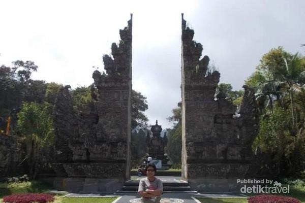 Gapura Kebun Raya Bali yang indah.