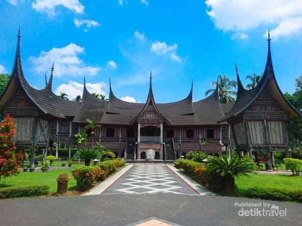 Rumah Gadang Sungai Baringin