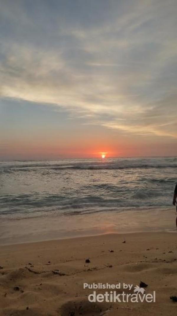 Sunset di Pantai Sundak Gunung kidul