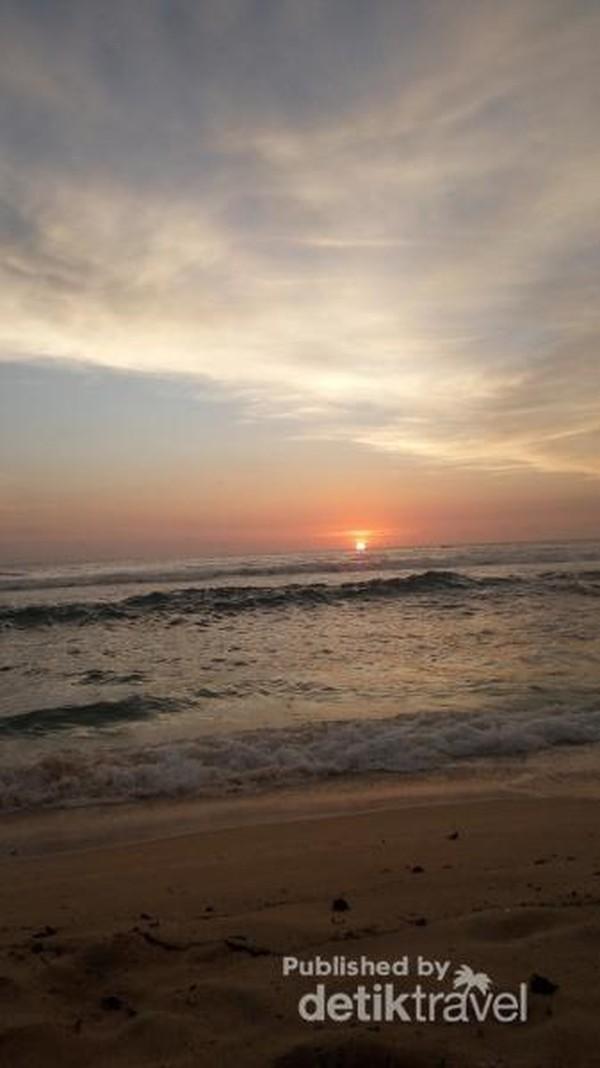 Senja di Pantai Sundak
