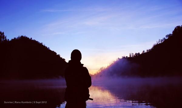 Kabut tebal tak mampu menghalangi kecantikan sunrise di sini