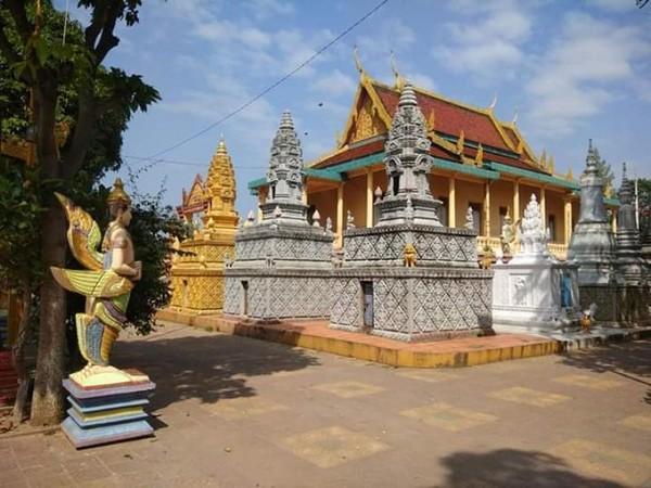 Bangunan utama Monkey Temple, Phnom Pehn.