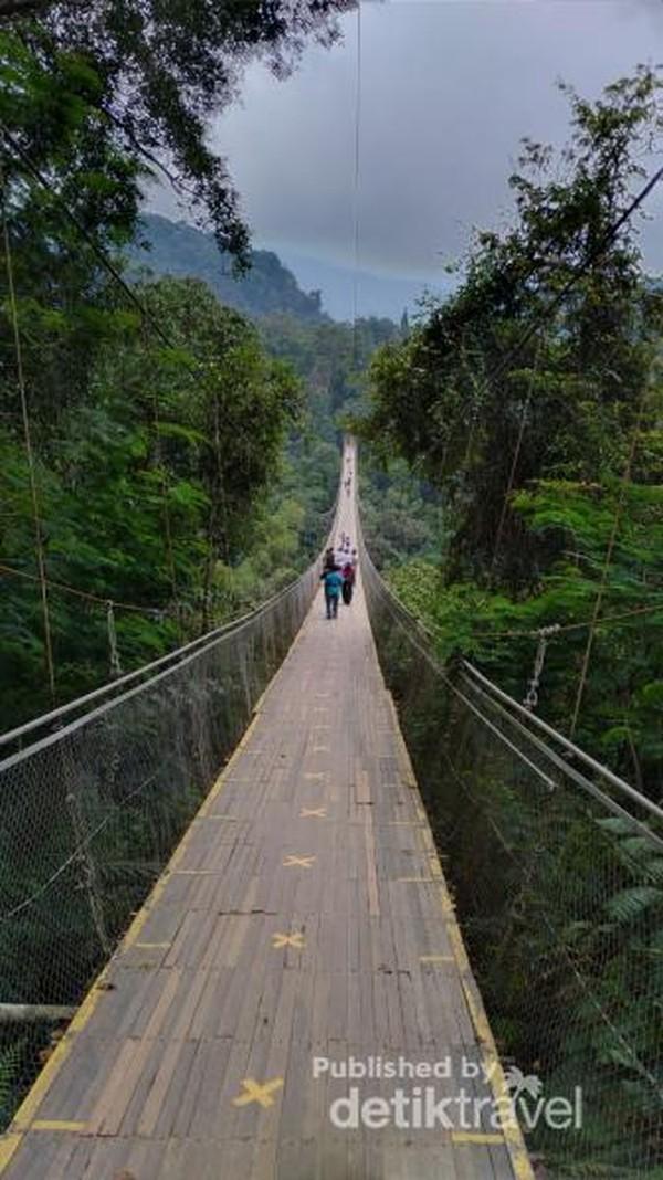 Lokasi jembatan ini ada di Taman Wisata Alam Situ Gunung, alamatnya di Jl. Kadudampit, Gede Pangrango, Kadudampit, Kabupaten Sukabumi, Jawa Barat.