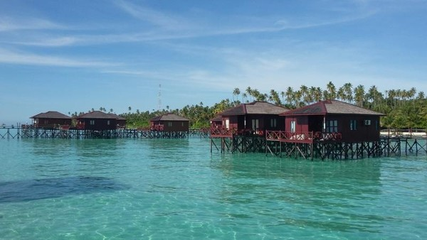 Pulau Maratua terletak di sebelah selatan Kota Tarakan, Kabupaten Berau