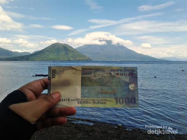Membingkai Pantai Tivu di uang seribu