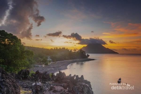 Keindahan sunset dari Batu Angus