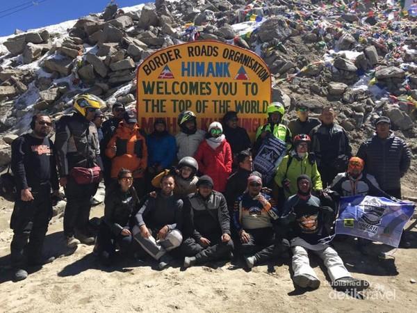 Seluruh team mencapai Khardung La ketinggian 5.700 mdpl. Tidak seperti lainnya turing dari leh yang hanya 150 km dari Khardung La, turing ini dari New Dehli - Manali  dan Leh