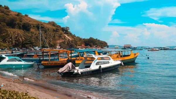 Perjalanan ke Gili Trawangan menggunakan kapal boat dari pelabuhan Teluk Nara.