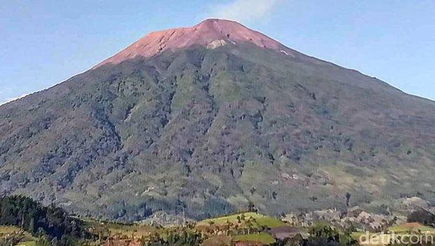 Gunung Slamet.