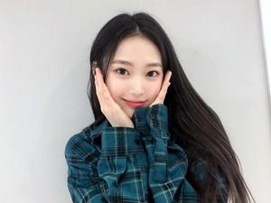5 Idol KPop yang Baru Lulus SMP Tahun Ini, Bikin Netizen Merasa Tua