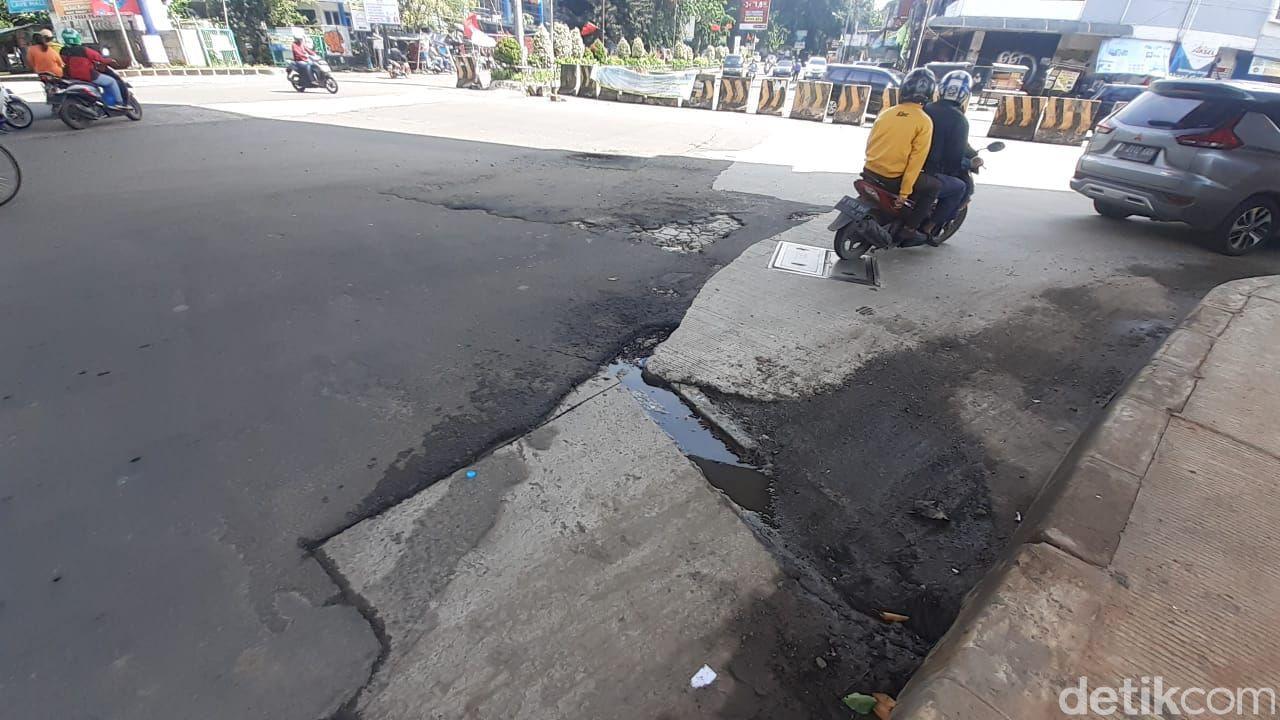 Jembatan Jl Raya Kalimalang-Jl Taman Galaxy Raya, Kota Bekasi, 5 Februari 2021. (Afzal Nur Iman/detikcom)