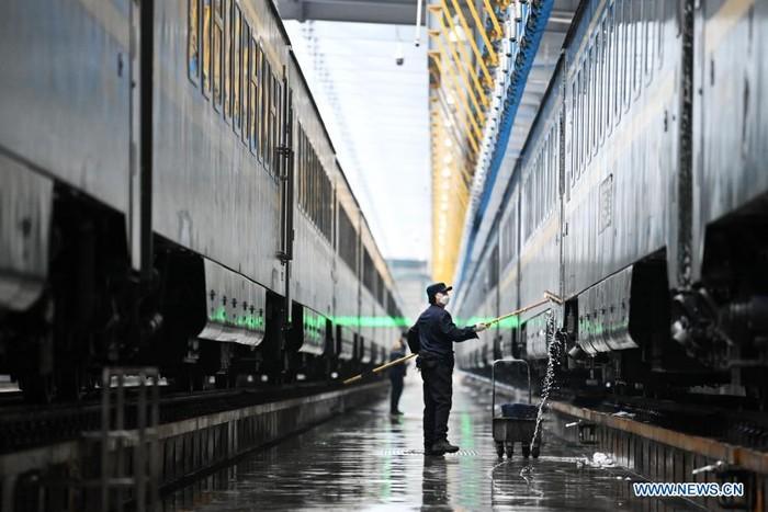 Mengintip Proses Kereta Mandi di China