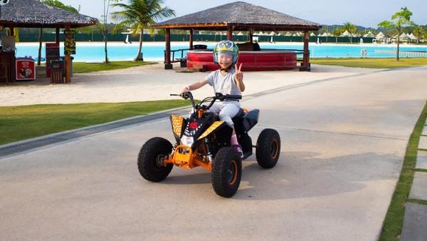 Untuk anak-anak ada kereta yang mengelilingi laguna, petualangan bajak laut hingga menaiki ATV mini. (dok.Treasure Bay Bintan)