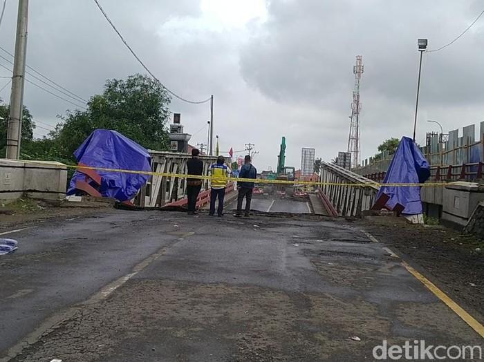 Kondisi Jembatan Rembun A, di jalur Pantura Kabupaten Pekalongan yang ambles dan putus kemarin, Jumat (5/2/2021).