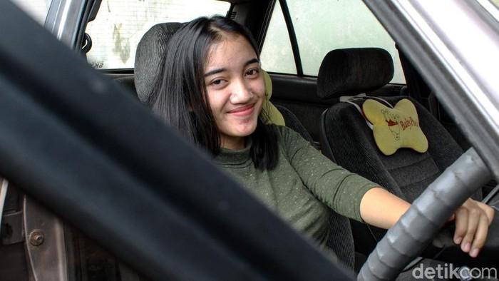 Gadis asal Kabupaten Bandung ini mendadak jadi perbincangan warganet. Sebab nama aslinya cukup unik yakni, Damai Kami Sepanjang Hari.