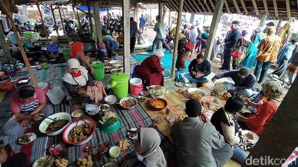 Pasar ini berada di Desa Ringinanom, Kecamatan Tempuran, Kabupaten Magelang, Jawa Tengah atau berada di pinggir Jalan Tempuran menuju Borobudur. (Eko Susanto/detikTravel)