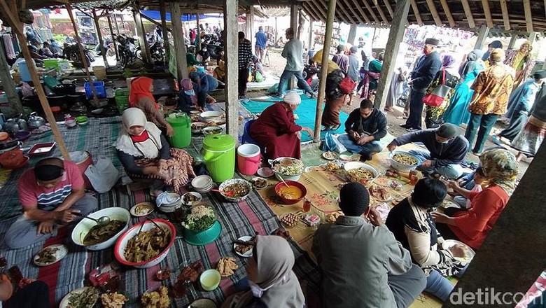 Pasar unik di Magelang, buka tiap Jumat Pahing.