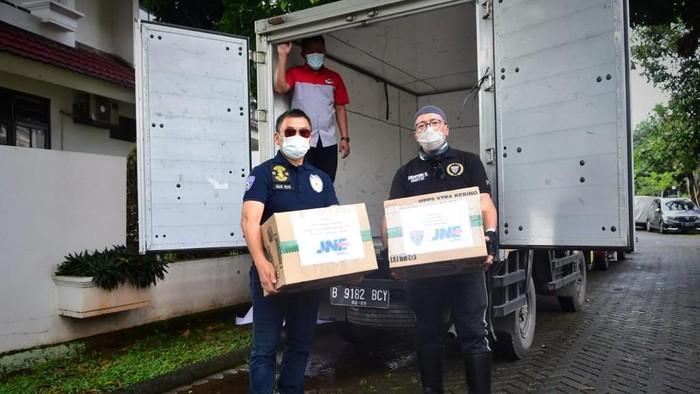 Pecinta Moge ini mengirimkan satu mobil bantuan korban bencana ke Sulbar