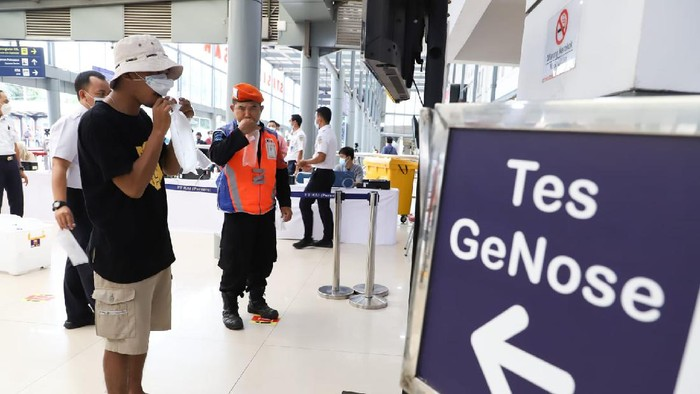 Pemeriksaan GeNose 19 di stasiun kereta api