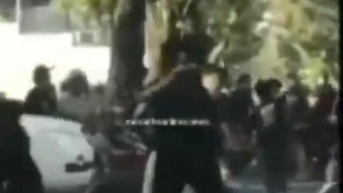 Screenshot viral pengeroyokan di Medan (dok. Istimewa)