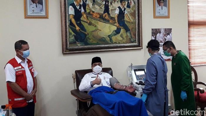 Wagub DKI Ahmad Riza Patria donor plasma kovalesen
