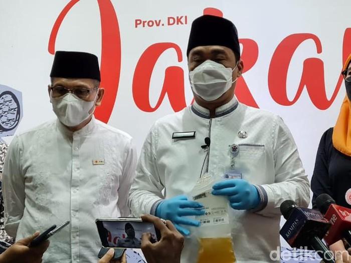 Wagub DKI Jakarta, Ahmad Riza Patria selesai donor plasma konvalesen.