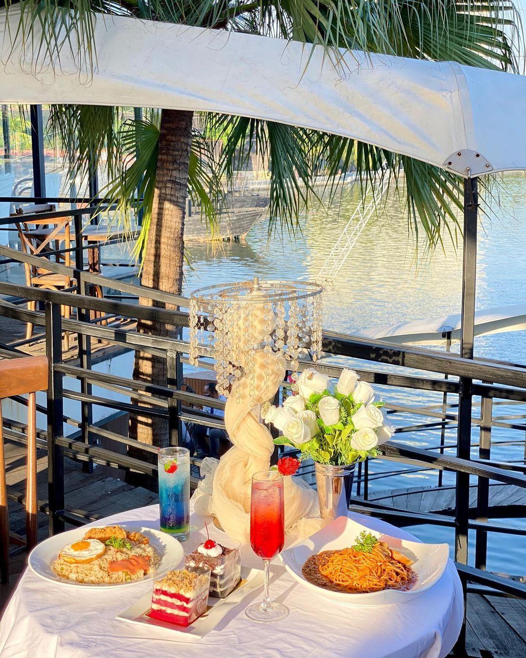 5 Resto Pinggir Pantai Ini Tawarkan Suasana Romantis