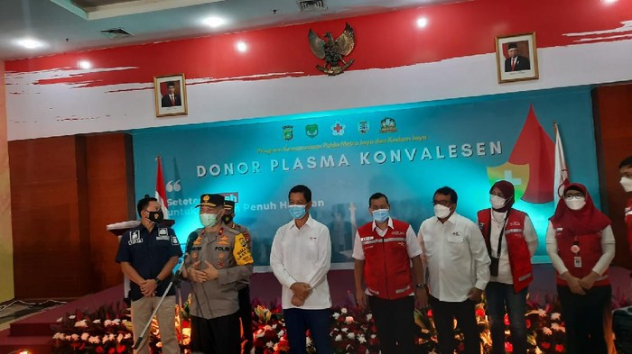 Anggota Polda Metro Penyintas COVID-19 Donor Plasma Konvalesen di PMI