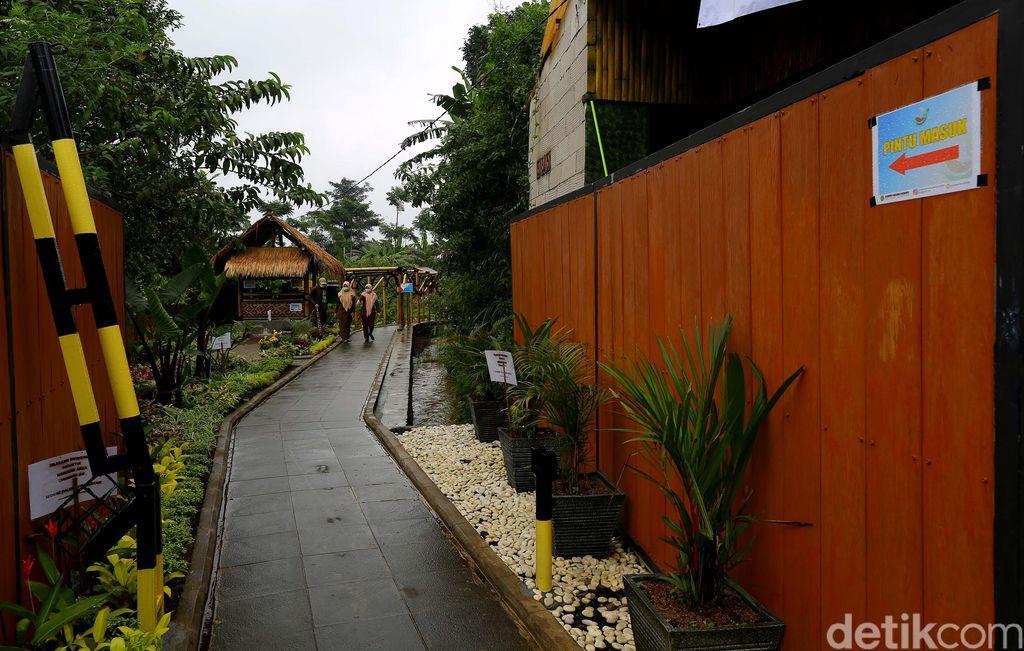 Kampung tematik Ciharashas, Harjamulya, Kota Bogor atau yang biasa dikenal Agro Edukasi Wisata Organik (AEWO) Mulyaharja, menyajiikan pemandangan hamparan sawah dan pegunungan nan instagramable. Nggak percaya? Tengok aja nih.