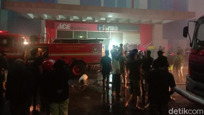 Kebakaran di sebuah Mall, Kota Makassar masih dalam penanganan