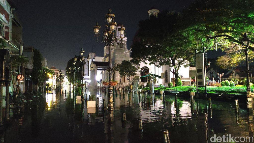 Kondisi banjir di Kota Semarang, Sabtu (6/2/2021) malam.