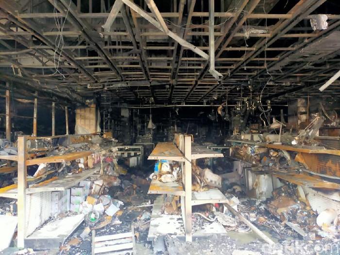 Mal Panakkukang Makassar terbakar.