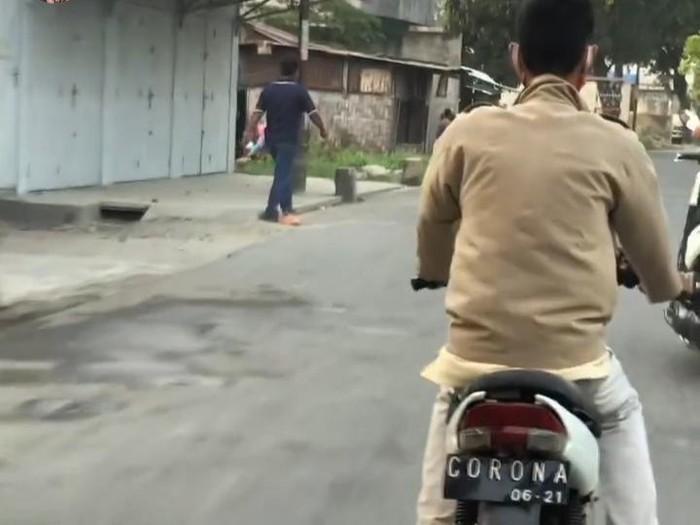 Motor dengan pelat CORONA di Medan (dok. Istimewa)