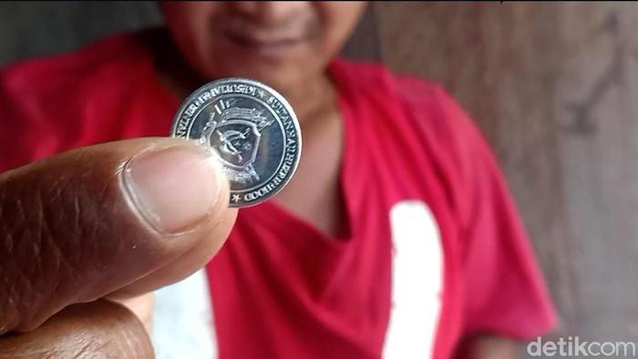 Pasar Muamalah yang transaksi jual belinya menggunakan dinar-dirham akan dibangun di Madiun. Untuk warga yang menyetujui pembangunan dan mau tanda tangan mendapat koin dinar-dirham.