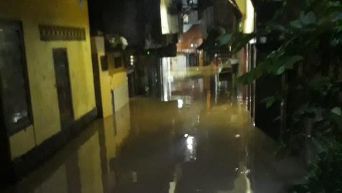 Banjir di Kampung Melayu RW 05
