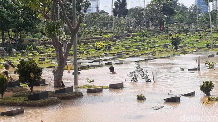 Banjir di TPU Karet Bivak