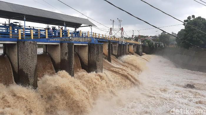 Bendug Katulampa Bogor siaga 3 usai puncak diguyur hujan sejak dini hari