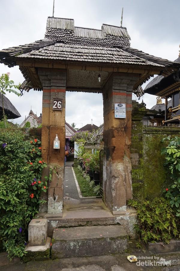 Gapura sebagai jalan masuk menuju bagian dalan rumah