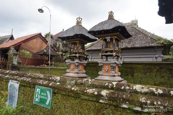 Setiap rumah juga memiliki tempat ibadah masing-masing