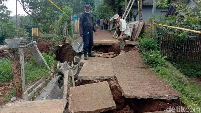 Pergerakan tanah di Nyalindung Sukabumi terus meluas