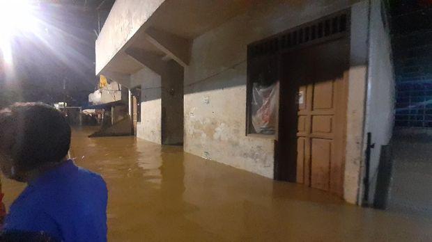 Pukul 21.00 WIB, Banjir di Pejaten Timur Belum Surut
