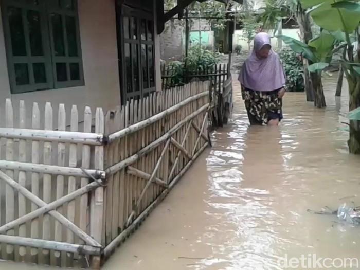 Puluhan rumah di Subang terendam banjir akibat luapan sungai