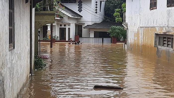 Banjir di RW 03, Rawajati, Jakarta Selatan.