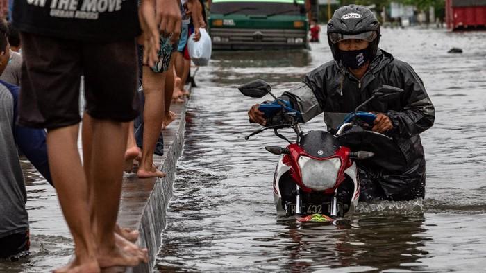 Sejumlah wilayah di jalur pantai utara (pantura) terendam banjir.
