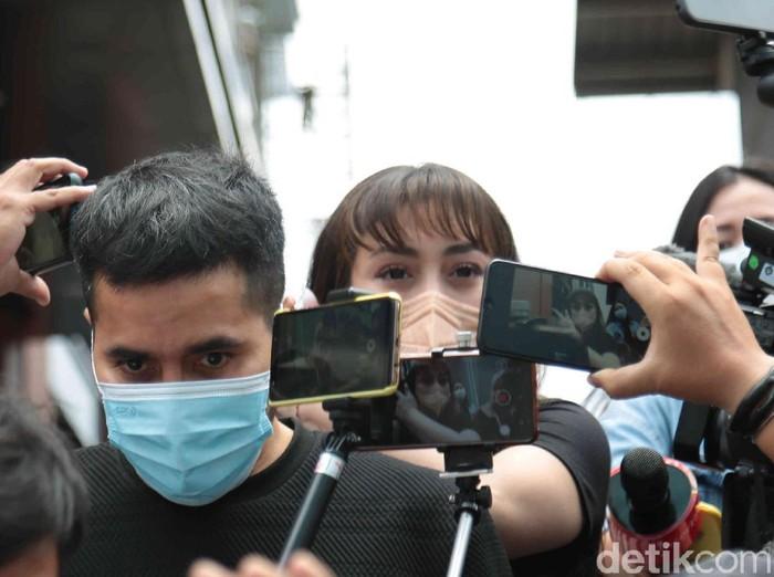 Celine Evangelista ditemui seusai Kopi Viral, Trans TV, Jakarta Selatan, Senin (08/02).